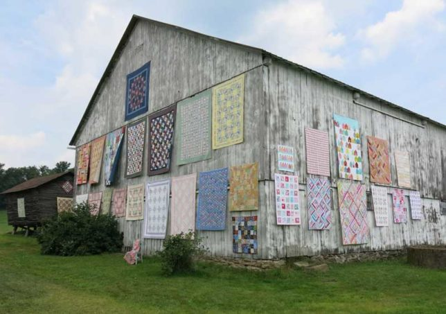 Moda CT-Sisters-Outdoor-Quilt-Show-4